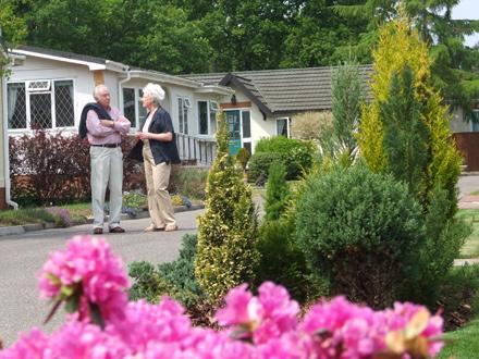 An elderly couple at Oaklands-Grange Parks